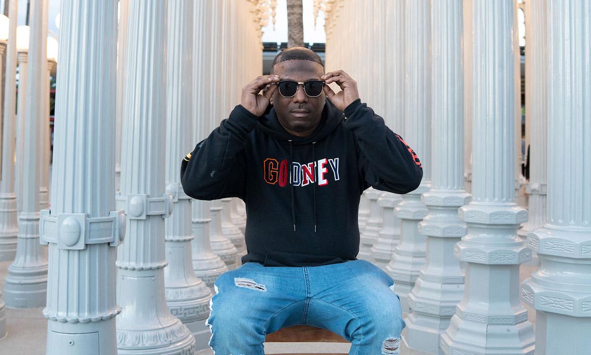 Photo of West Coast American rapper Ras Kass.